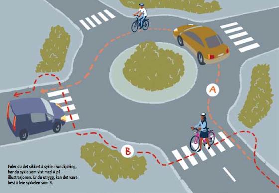 """Na rotatória: """"Ciclista, escolha entre ser um carro ou uma bicicleta."""""""