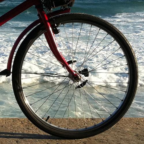 roda-bicicleta-mar