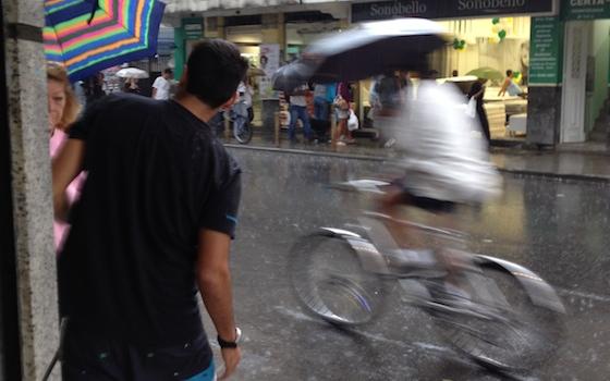 ciclista-na-chuva_IMG_7871