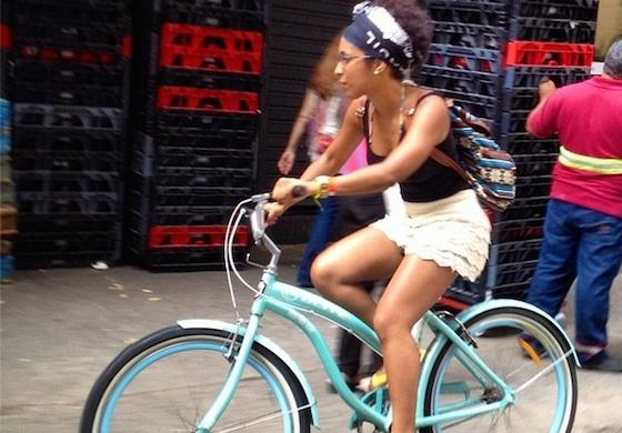 mulher-pedala_supermercado