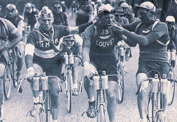 smoking-tour-de-france-cyclists-bikers