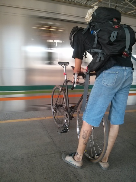 Integração bicicleta-trem em Brasília. Foto: Rodas da Paz
