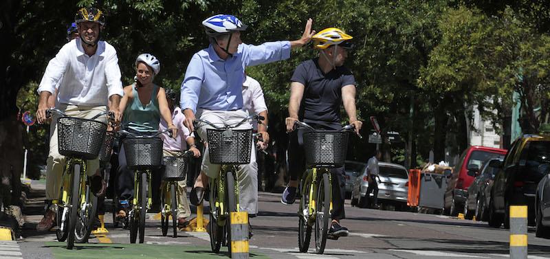 Mauricio Macri (atual presidente argentino) faz pedalada como prefeito de Buenos Aires. Foto: Mariana Sapriza/GCBA